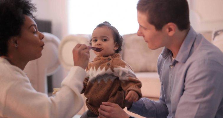 Kako naučiti bebu jesti?