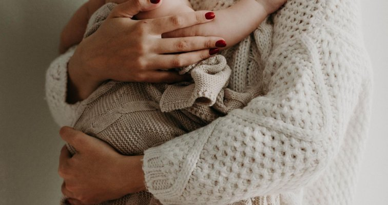 Bebe rođene prije vremena - posebna njega i dojenje